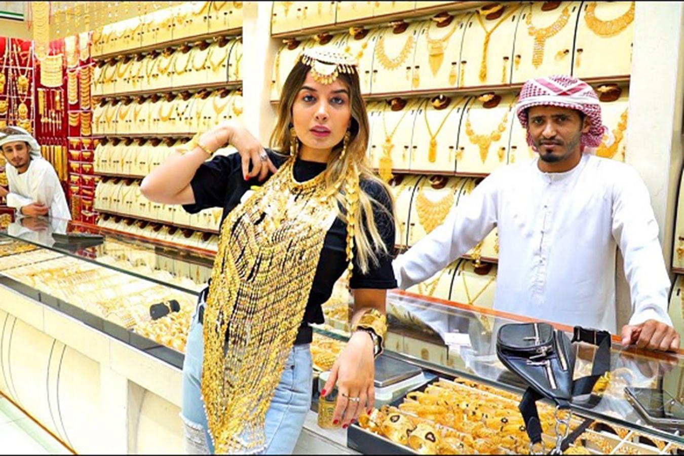Lóa mắt trước khu chợ toàn bằng vàng ở UAE - Ảnh 8.