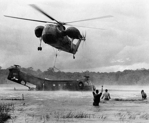 Cảnh tượng hiếm về máy bay Mỹ bị bắn rơi ở Việt Nam - Ảnh 9.