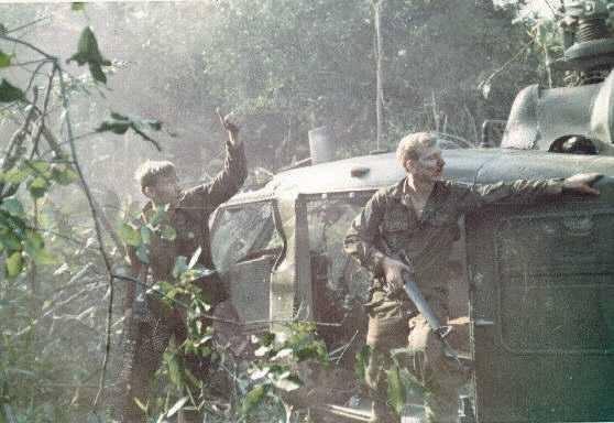Cảnh tượng hiếm về máy bay Mỹ bị bắn rơi ở Việt Nam - Ảnh 14.