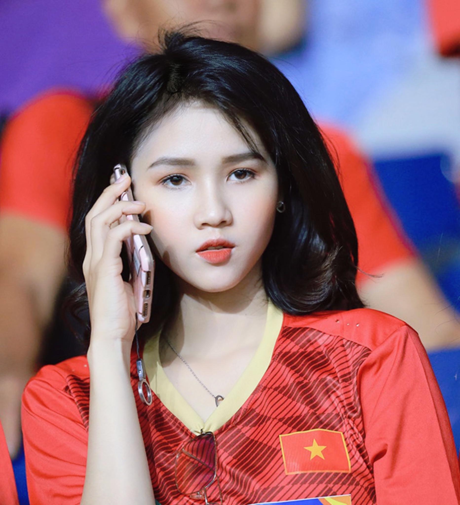 Cựu nữ sinh đẹp vạn người mê tựa Ngọc Trinh đoán tỉ số Việt Nam vs UAE, tin Việt Nam chiến thắng - Ảnh 2.