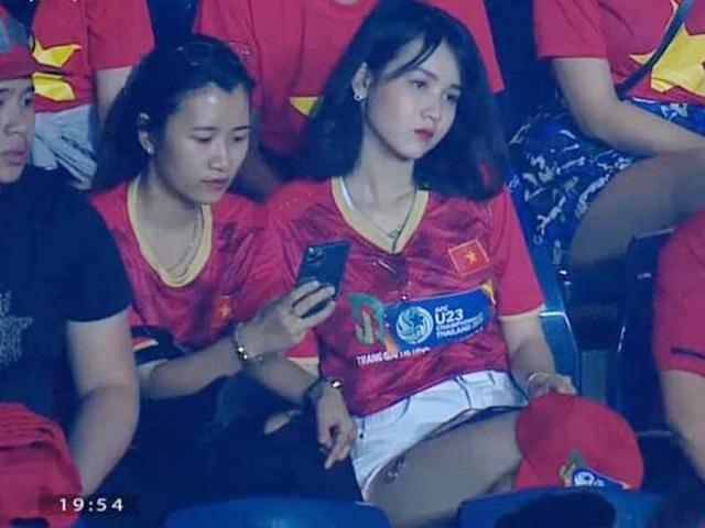 """Cựu nữ sinh """"bản sao Ngọc Trinh"""" từng hâm nóng khán đài đoán tỉ số Việt Nam vs UAE - Ảnh 4."""