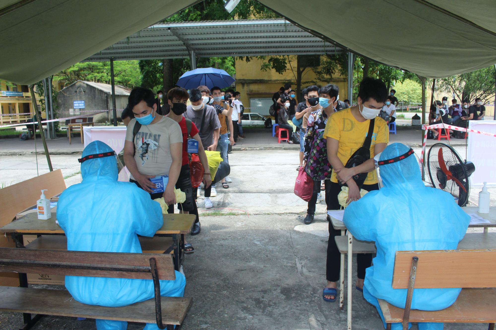 Gần 500 người lao động từ vùng dịch Bắc Giang đã về đến Thái Nguyên - Ảnh 2.