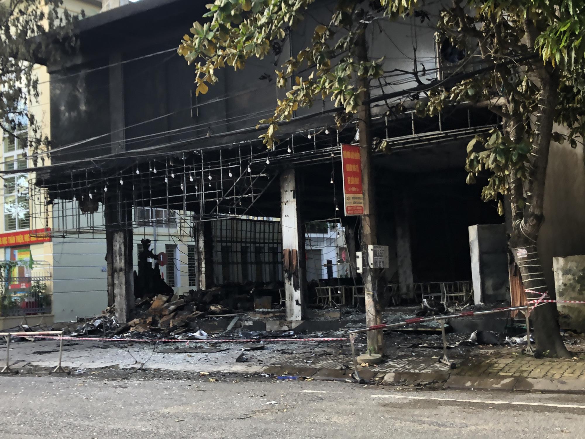 Hiện trường cháy phòng trà 6 người thương vong ở TP. Vinh - Ảnh 2.
