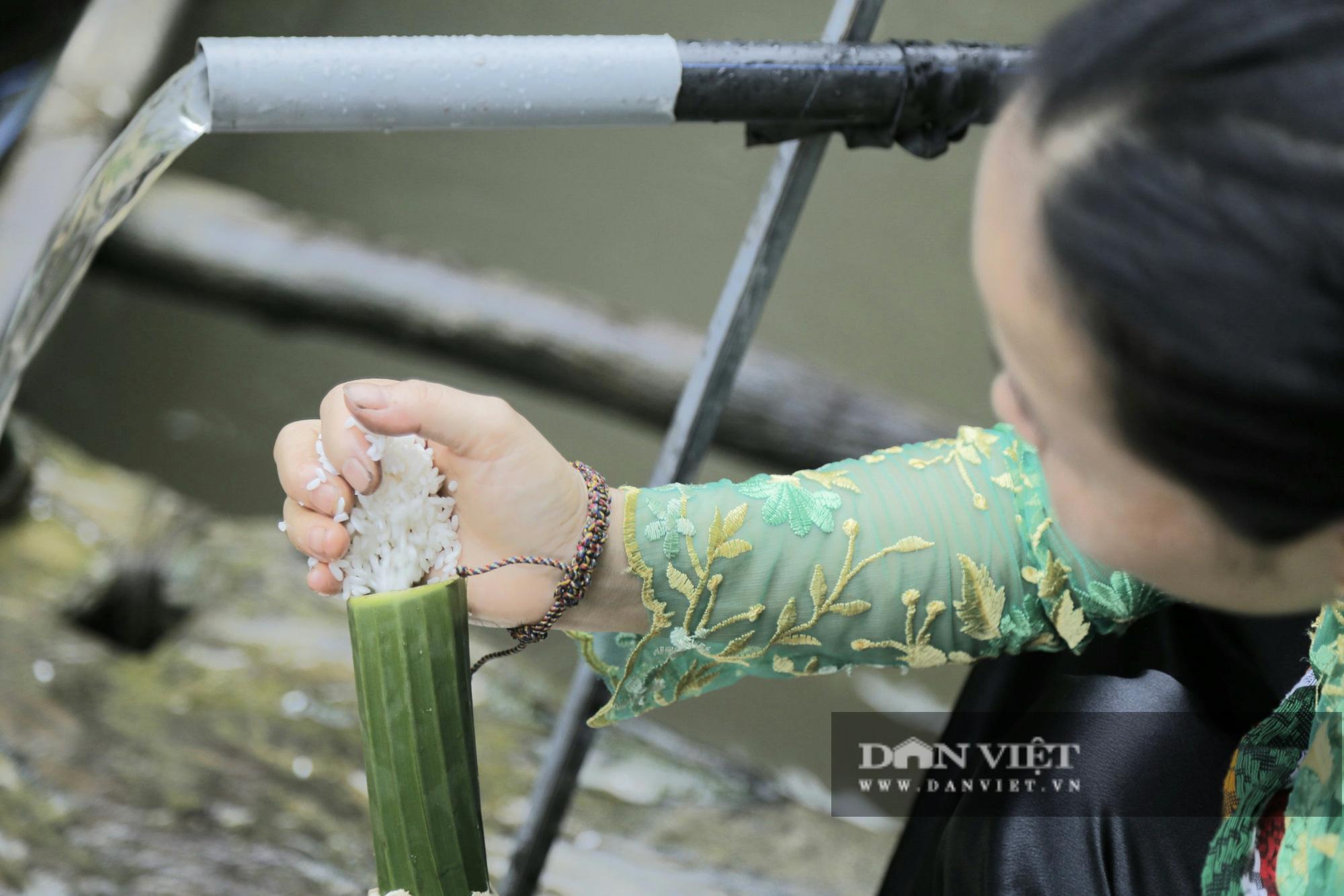 Đến Pù Luông thưởng thức món cơm lam truyền thống dân tộc Thái nơi đây - Ảnh 4.