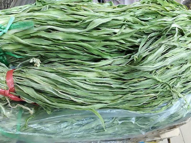 """Bó rau khô như nắm rơm đang """"làm mưa làm gió"""" giá tận 500.000 đồng/kg là loại rau gì? - Ảnh 8."""
