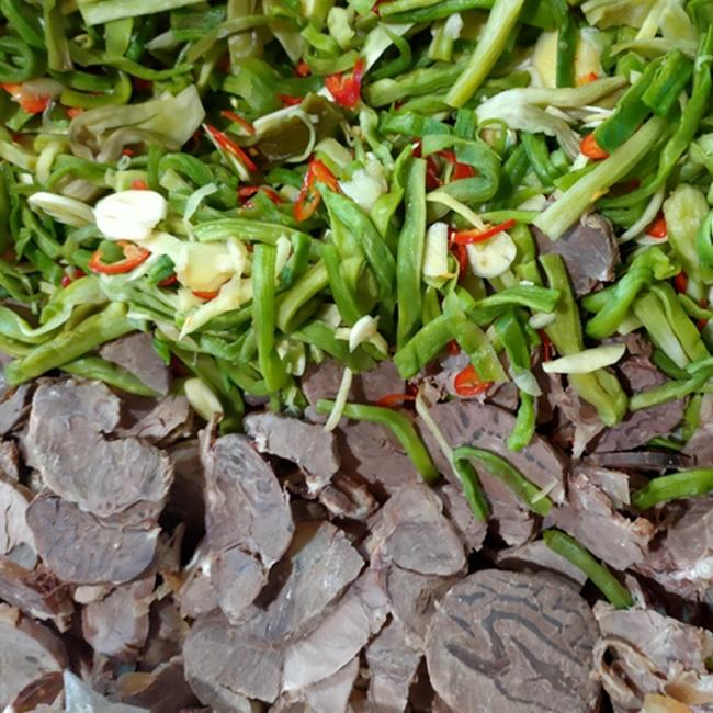 """Bó rau khô như nắm rơm đang """"làm mưa làm gió"""" giá tận 500.000 đồng/kg là loại rau gì? - Ảnh 4."""