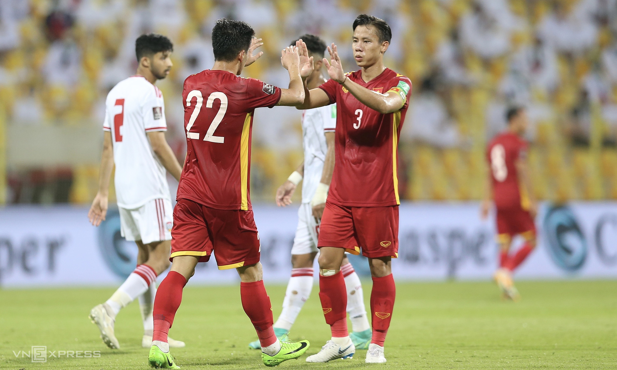"""9 câu bình luận """"nghe là tỉnh ngủ"""" của BLV Tạ Biên Cương ở trận Việt Nam vs UAE - Ảnh 1."""