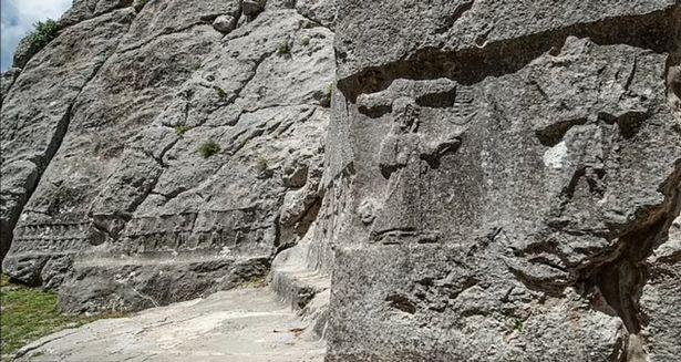 Những bức chạm khắc 3.000 năm tuổi tiết lộ về 'thế giới ngầm' bên dưới lòng đất - Ảnh 1.