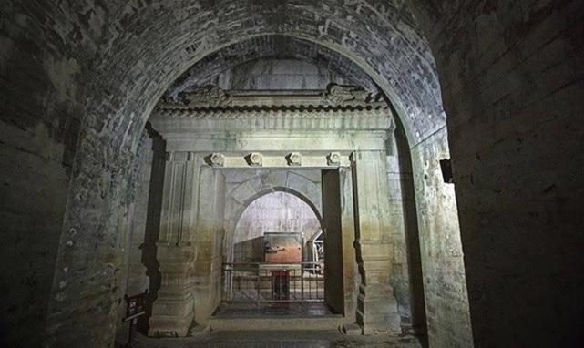 Bị trộm cắp và tàn phá nhưng vì 2 lý do, lăng mộ Càn Long được mở cửa tham quan còn Khang Hi thì không - Ảnh 1.