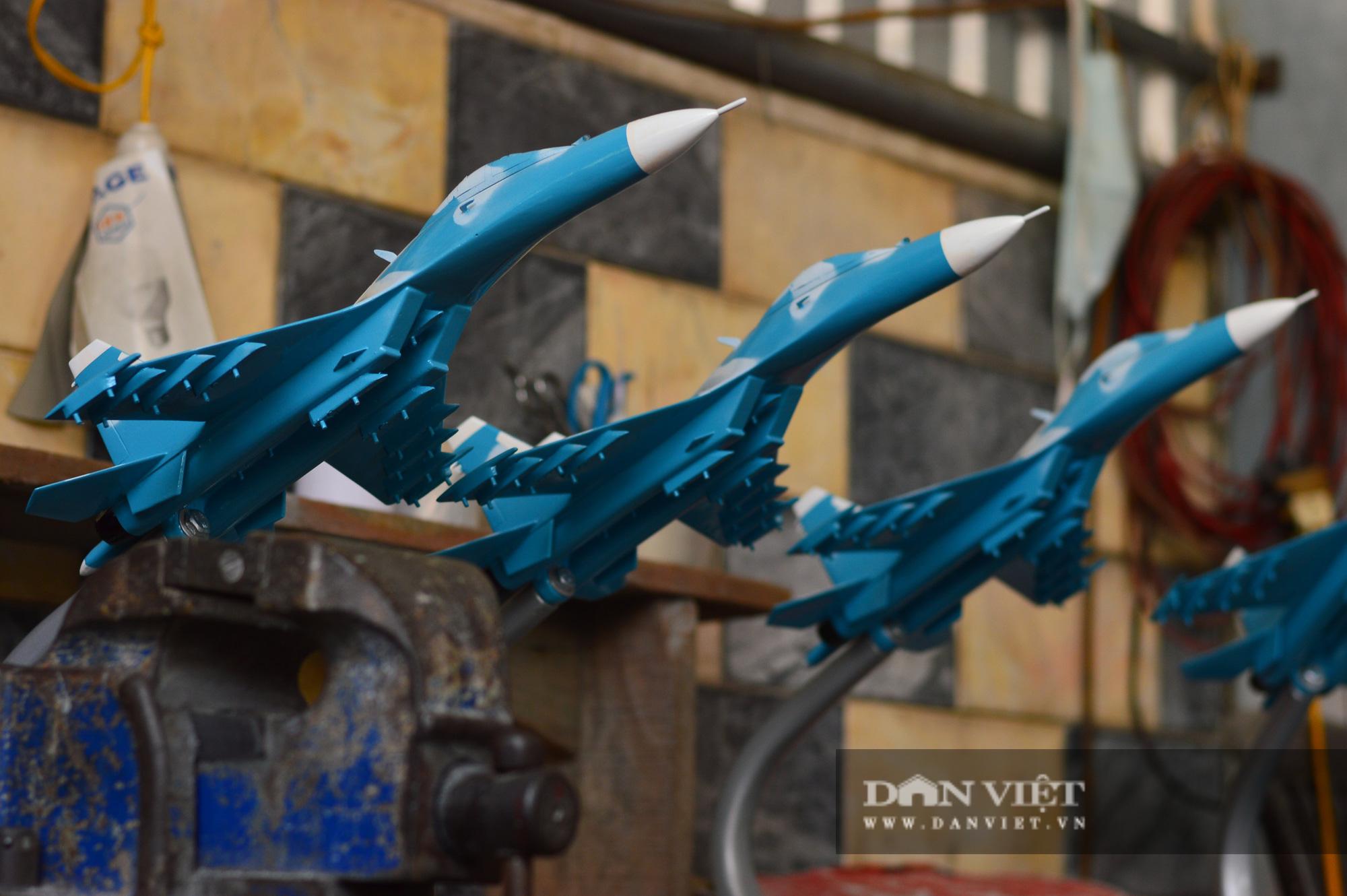 """Người lính Không quân hơn 40 năm """"thổi hồn"""" vào mô hình máy bay chiến đấu - Ảnh 4."""
