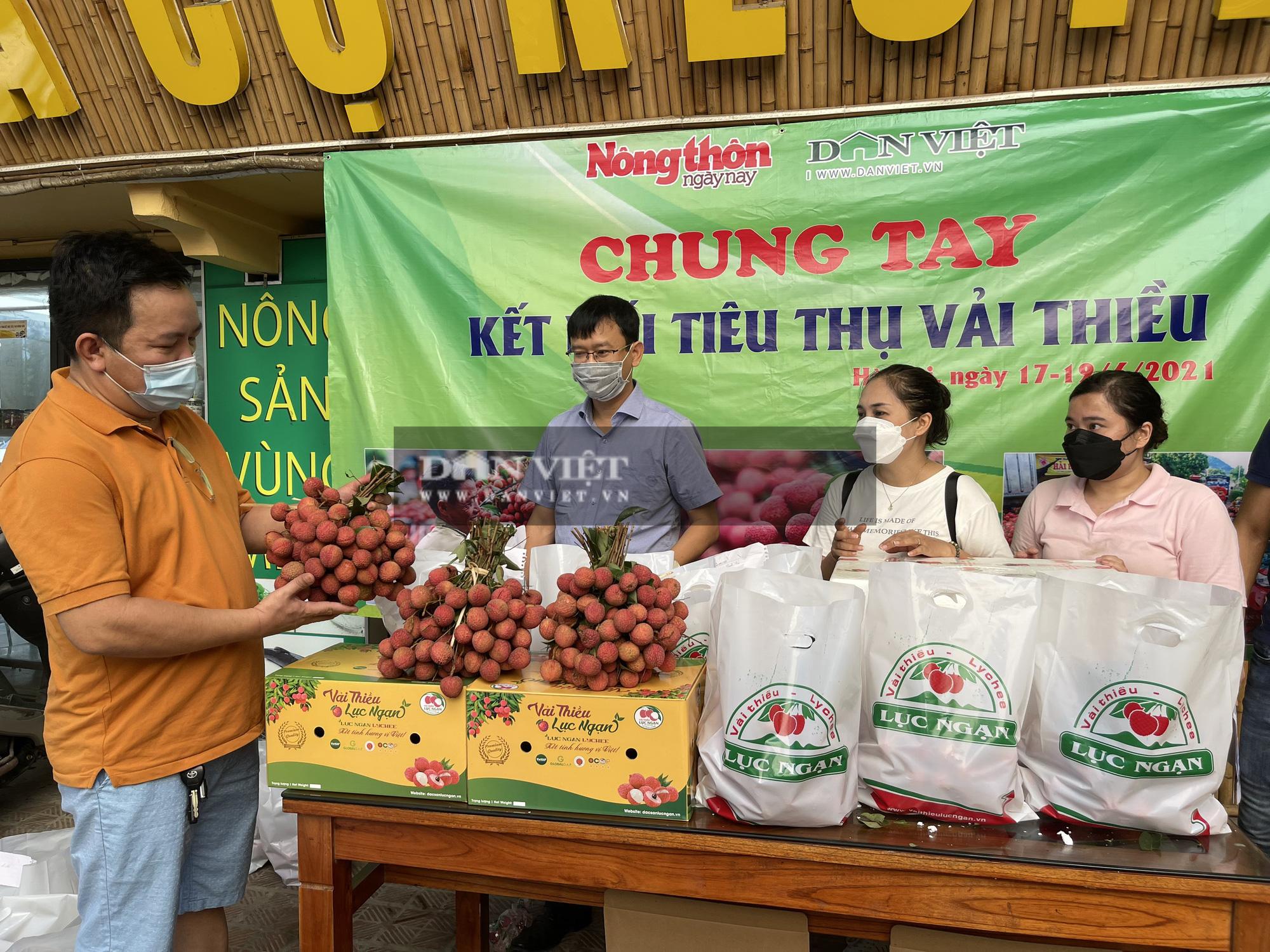 Vải thiều Lục Ngạn đã có mặt tại Trung tâm kết nối tiêu thụ nông sản Báo NTNN/ Điện tử Dân Việt - Ảnh 5.