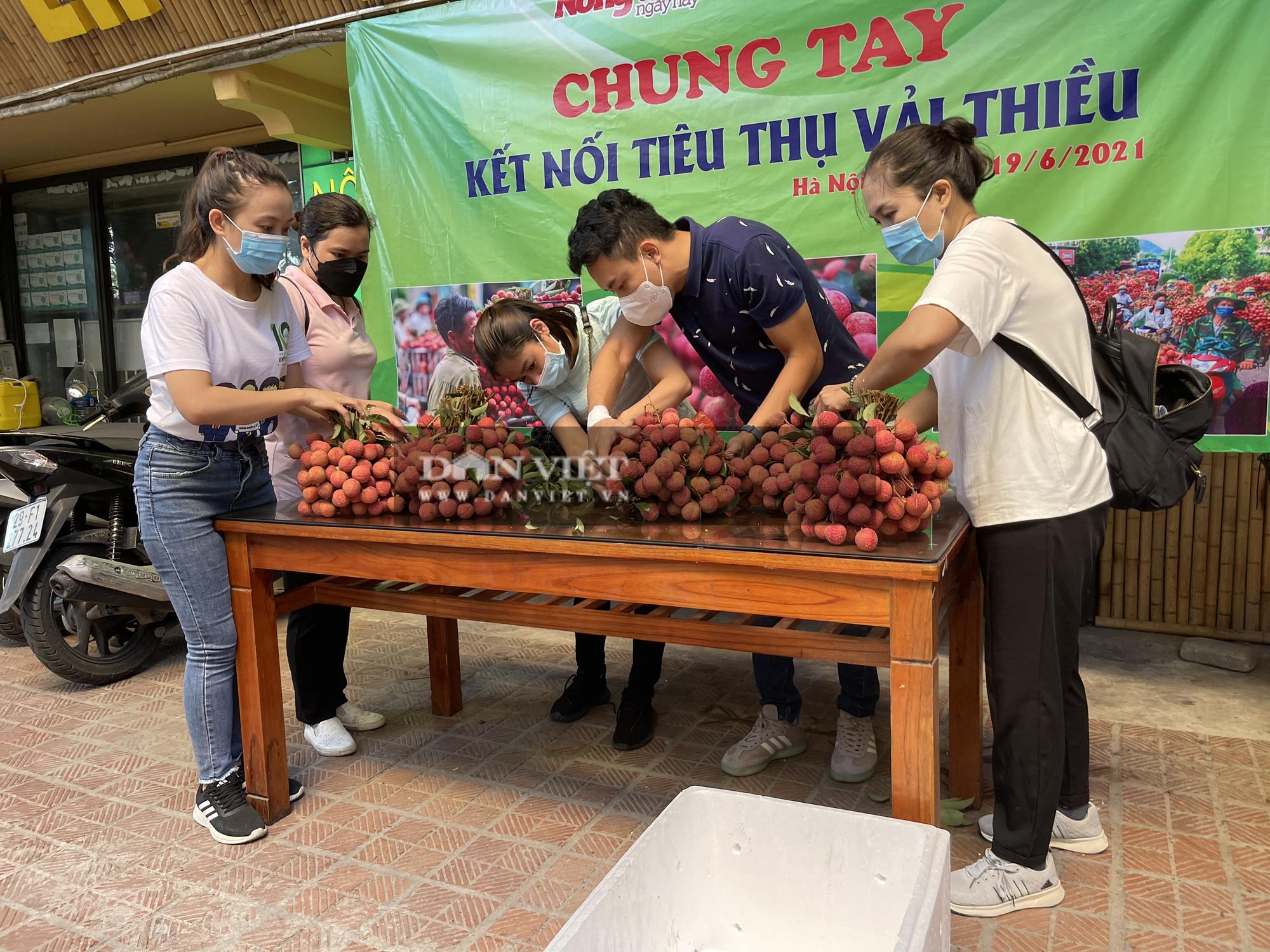 Vải thiều Lục Ngạn đã có mặt tại Trung tâm kết nối tiêu thụ nông sản Báo NTNN/ Điện tử Dân Việt - Ảnh 8.