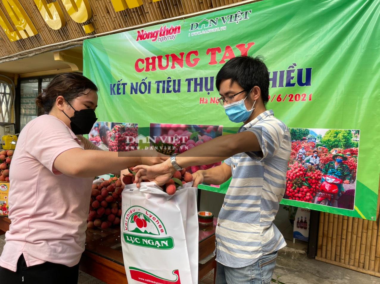Vải thiều Lục Ngạn đã có mặt tại Trung tâm kết nối tiêu thụ nông sản Báo NTNN/ Điện tử Dân Việt - Ảnh 9.