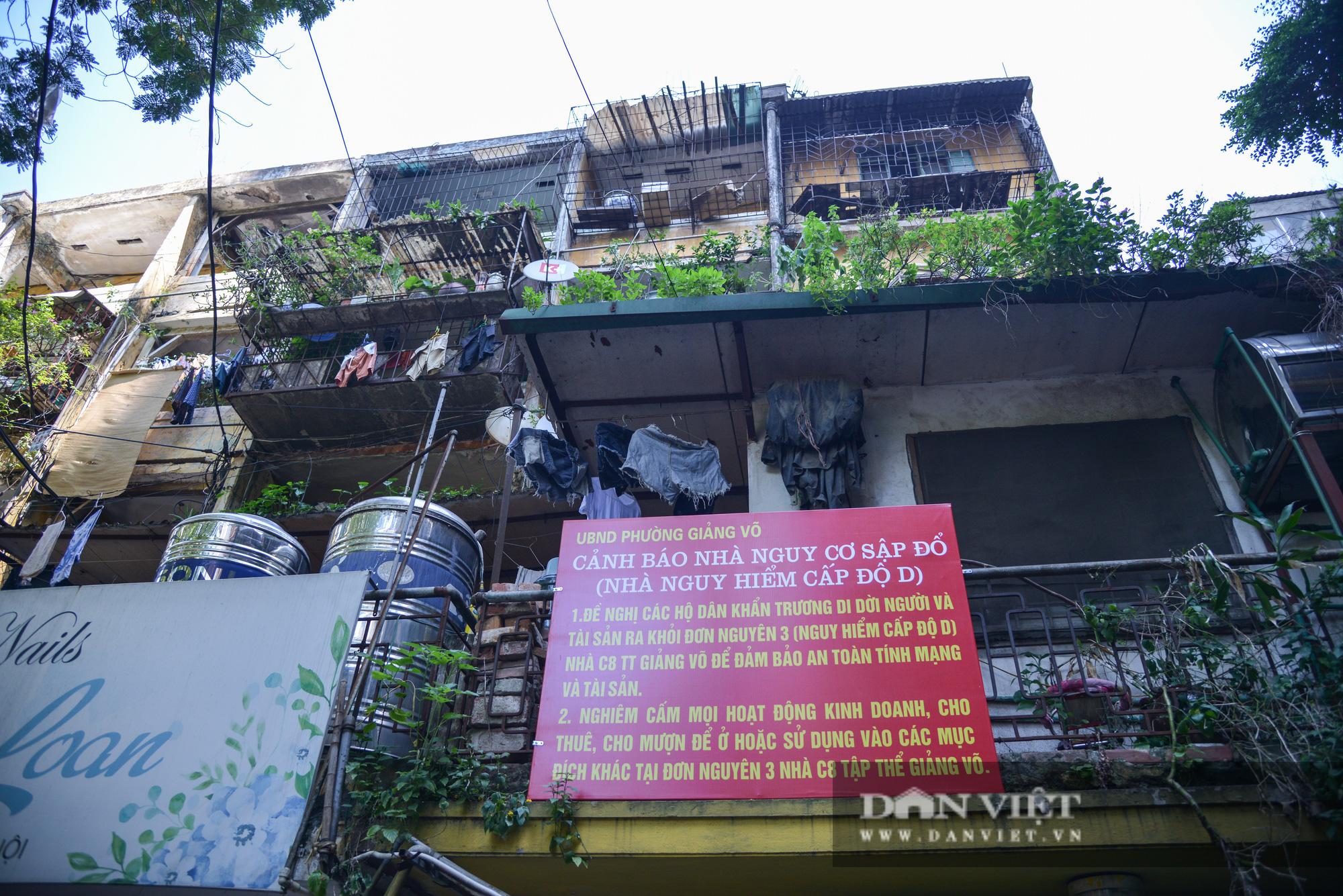 Hà Nội: Người dân sợ hãi khi sống trong khu tập thể chờ sập - Ảnh 6.