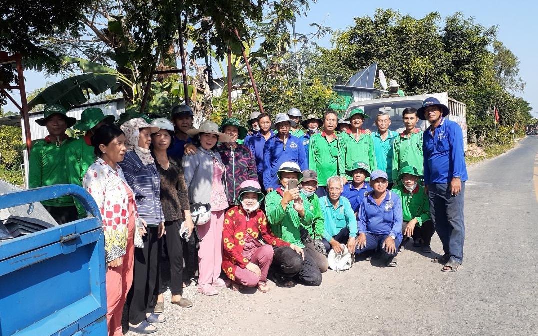 An Giang: Biệt đội vá đường từ thiện với hơn 50 người toàn là nông dân