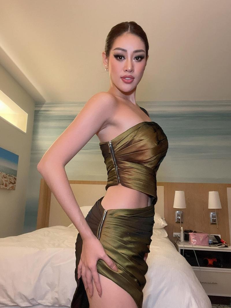 Hoa hậu Khánh Vân bất ngờ hé lộ loạt ảnh mặc cắt xẻ chưa từng công bố ở Miss Universe - Ảnh 2.