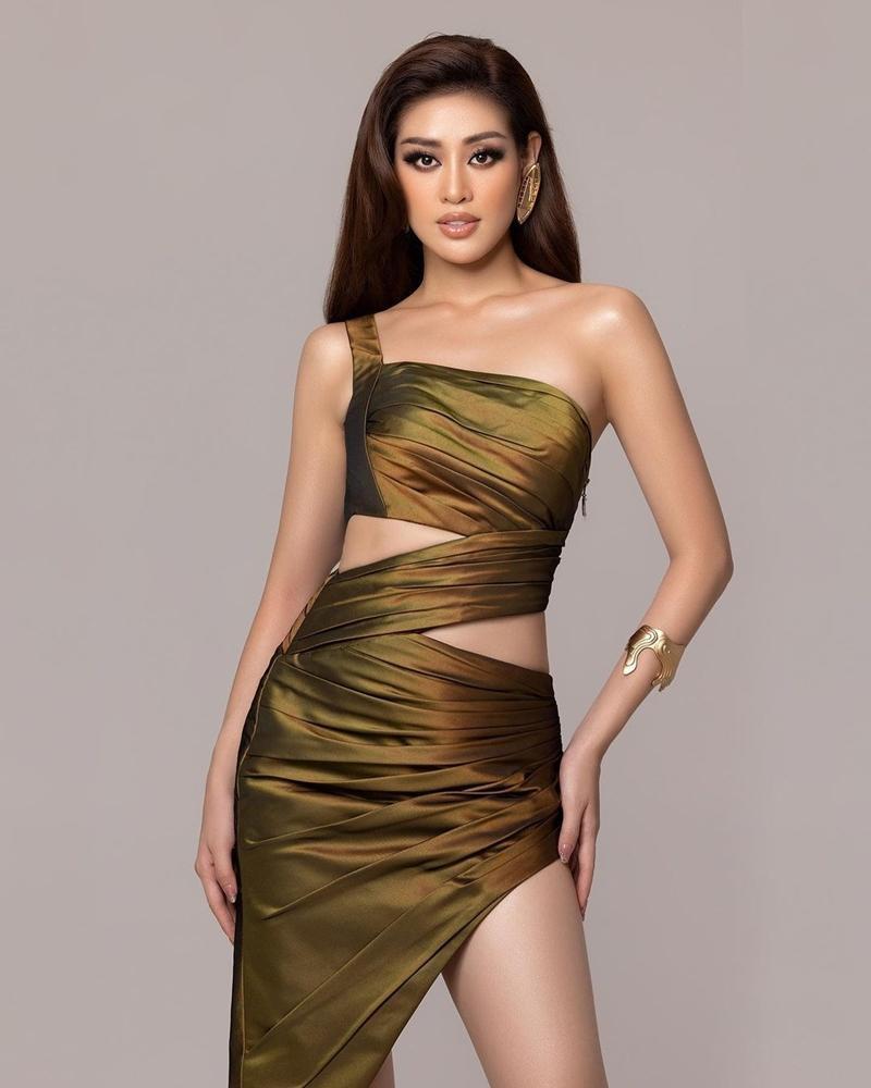 Hoa hậu Khánh Vân bất ngờ hé lộ loạt ảnh mặc cắt xẻ chưa từng công bố ở Miss Universe - Ảnh 3.