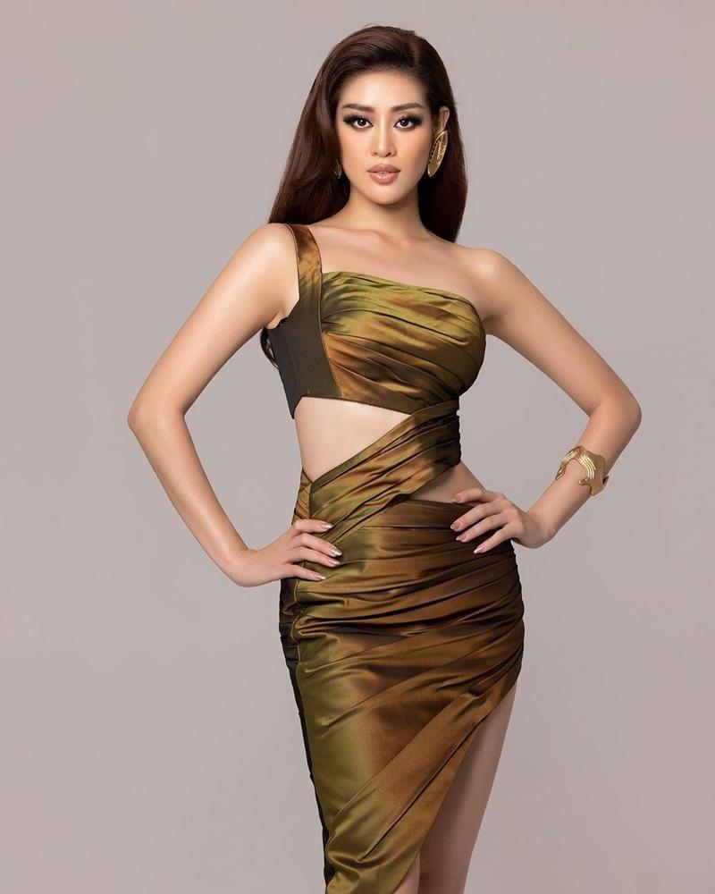 Hoa hậu Khánh Vân bất ngờ hé lộ loạt ảnh mặc cắt xẻ chưa từng công bố ở Miss Universe - Ảnh 1.
