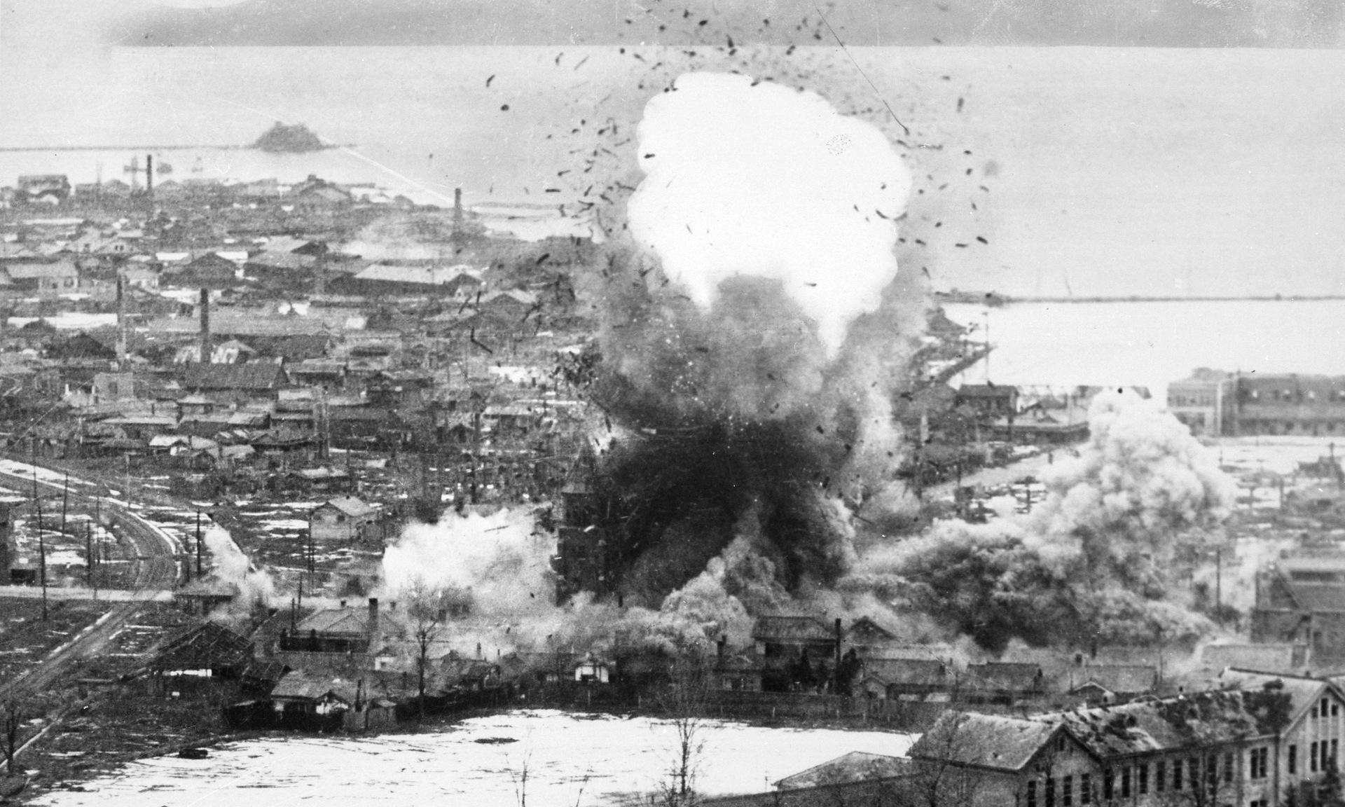 Triều Tiên bắt giữ tàu USS Pueblo, Mỹ lên kế hoạch tấn công hạt nhân - Ảnh 11.