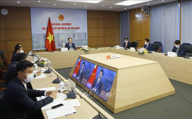 Chủ tịch Quốc hội Vương Đình Huệ hội đàm trực tuyến với Chủ tịch Nhân đại Trung Quốc - Ảnh 2.