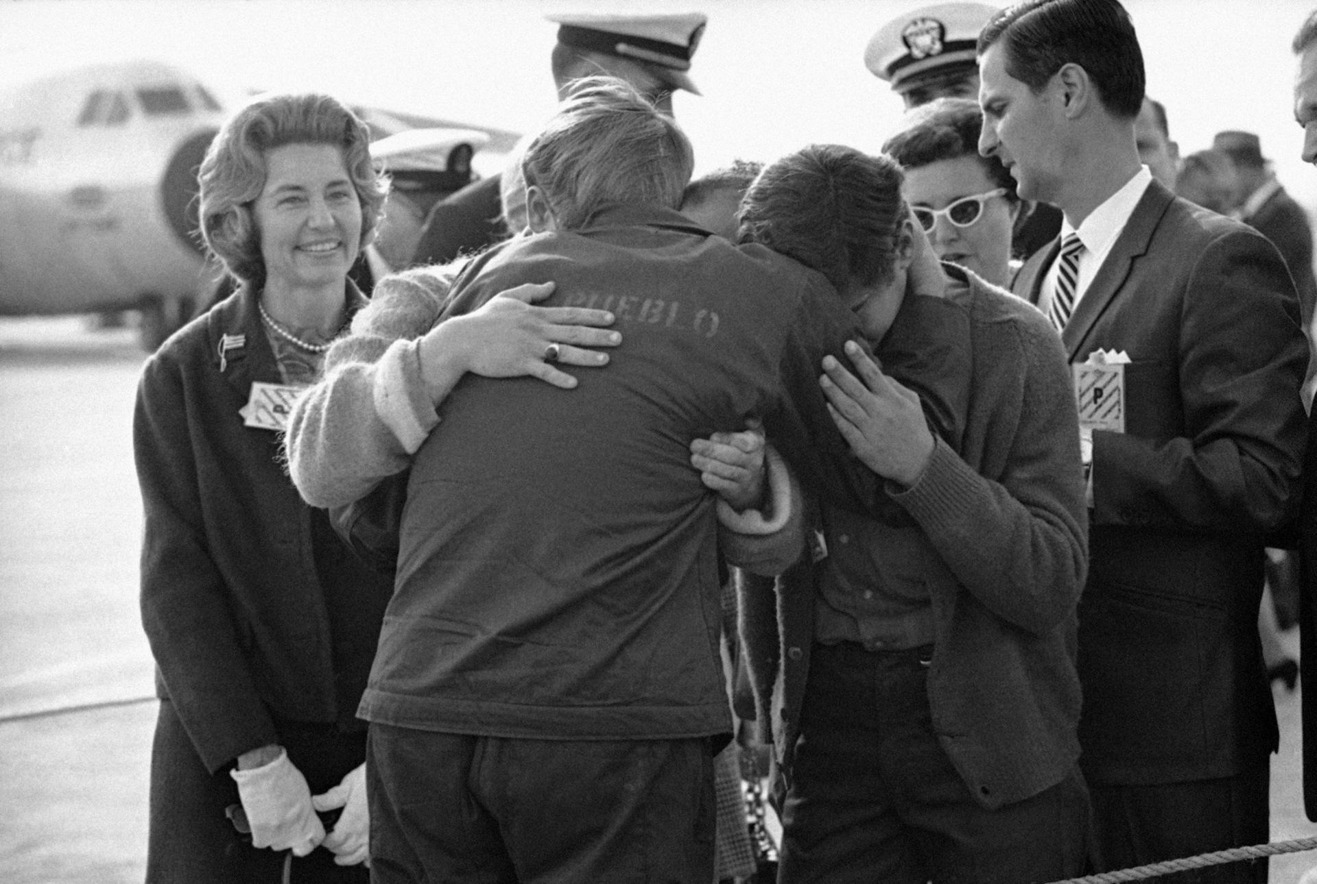 Triều Tiên bắt giữ tàu USS Pueblo, Mỹ lên kế hoạch tấn công hạt nhân - Ảnh 17.