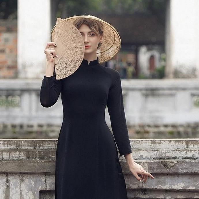 Chân dung cô nàng người mẫu Ukraina lên án người Việt ăn thịt chó - Ảnh 4.