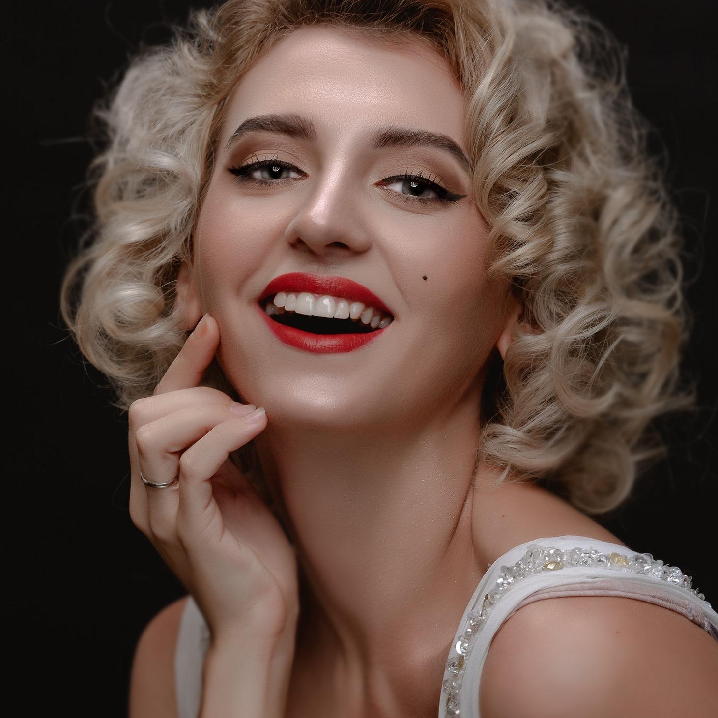 Chân dung cô nàng người mẫu Ukraina lên án người Việt ăn thịt chó - Ảnh 6.