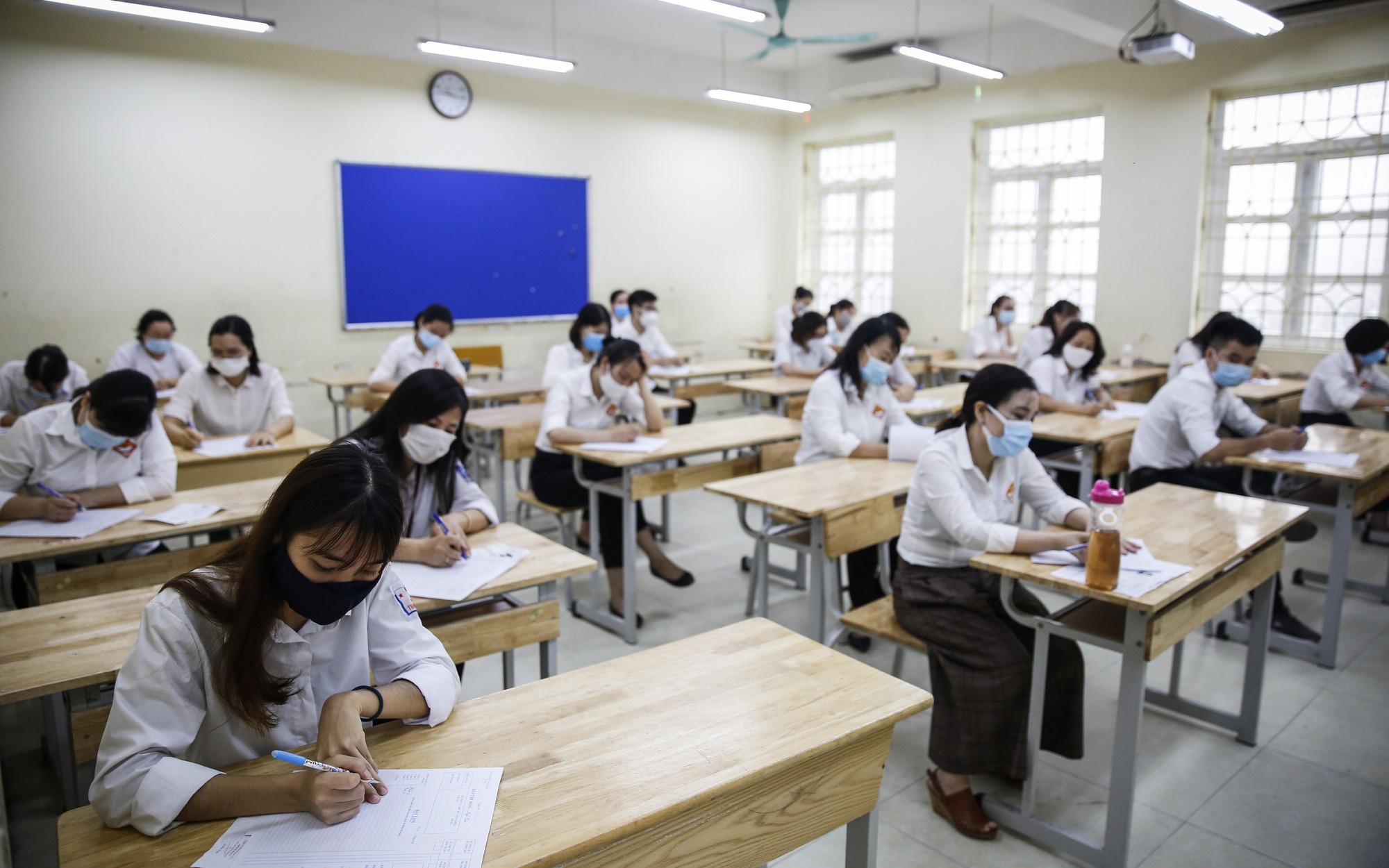 Nóng: Thi tốt nghiệp THPT 2021 có 2 đợt, Bộ GD-ĐT chia như thế nào?