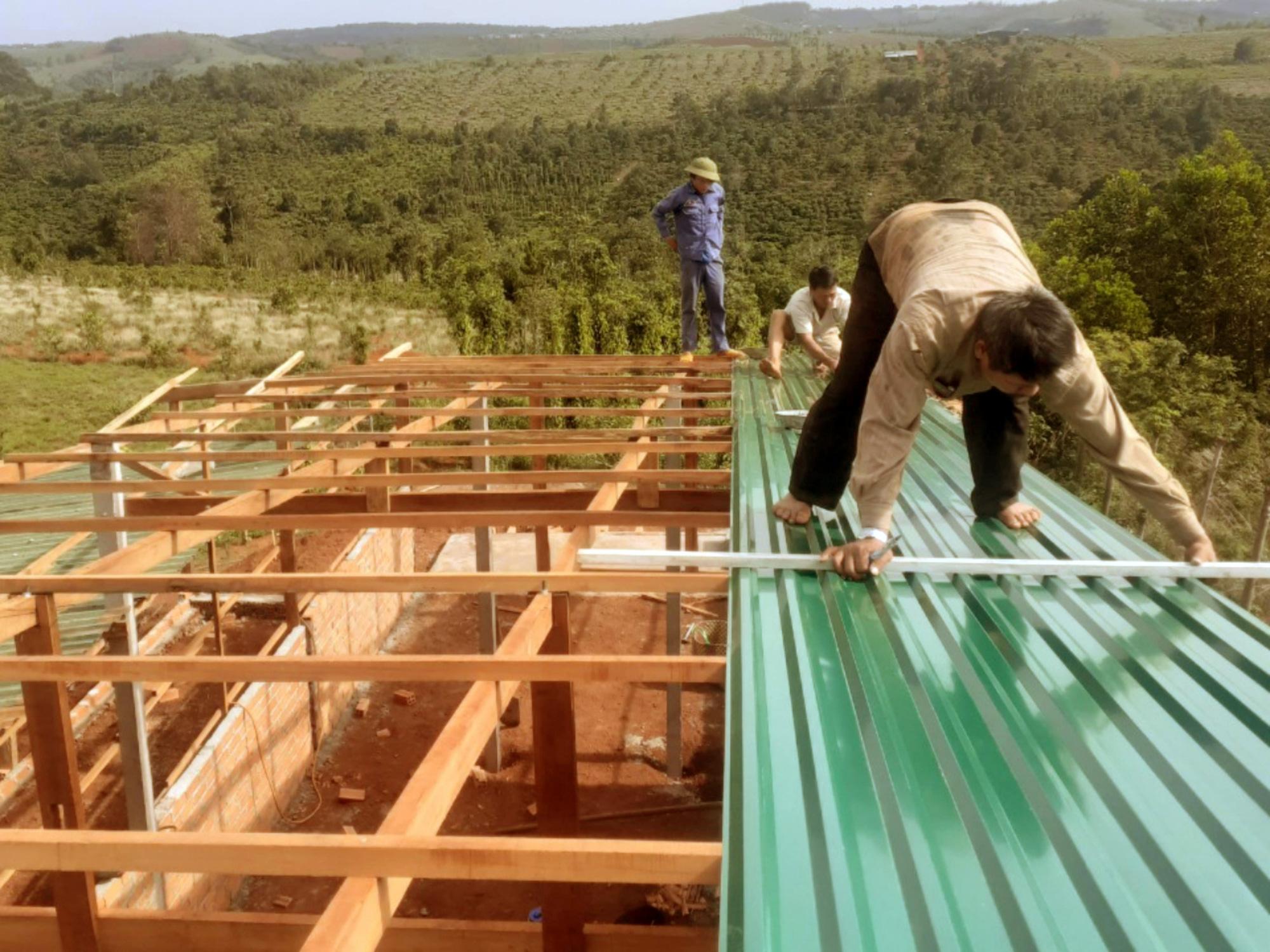 Người góp công, người góp của, đội cất nhà từ thiện của những lão nông tặng hơn 800 căn nhà - Ảnh 3.