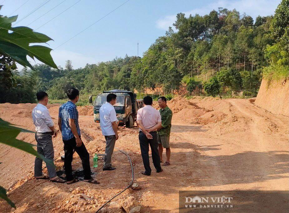 Đổ đất lấp ruộng, mở đường lên rừng trái phép ở Bắc Kạn: 6 cá nhân bị xử phạt - Ảnh 5.