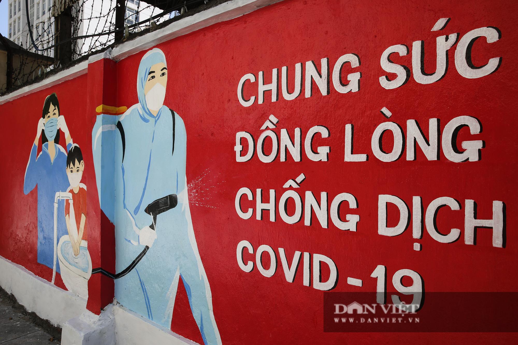 Bích họa phòng, chống dịch Covid-19 nổi bật trên các tuyến đường tại Hà Nội - Ảnh 6.