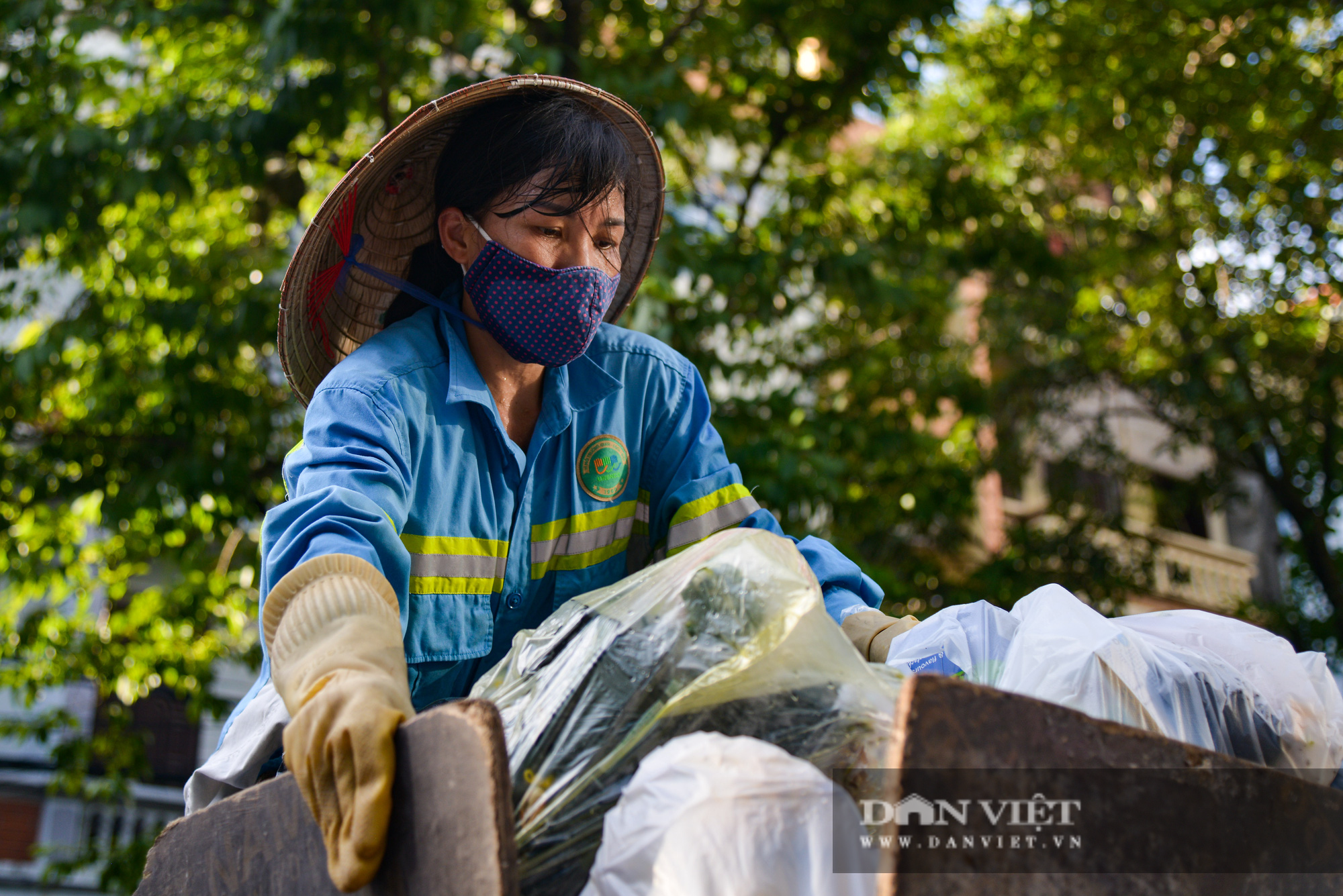 Công nhân môi trường vì nợ lương người lượm ve chai, người đi vay lãi lo con ăn học - Ảnh 2.