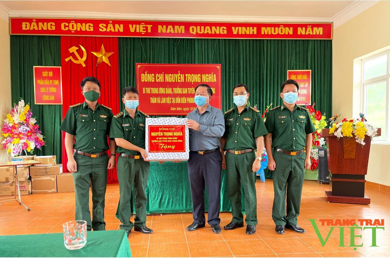 Điện Biên: Đồng chí Nguyễn Trọng Nghĩa Bí thư TW Đảng, Trưởng ban Tuyên giáo TW trao 1 tỷ đồng cho huyện Nậm Pồ - Ảnh 3.