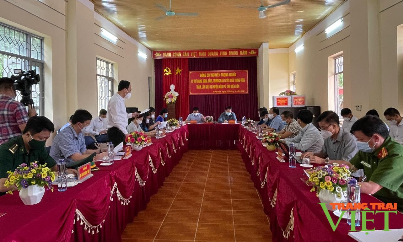 Điện Biên: Đồng chí Nguyễn Trọng Nghĩa Bí thư TW Đảng, Trưởng ban Tuyên giáo TW trao 1 tỷ đồng cho huyện Nậm Pồ - Ảnh 4.