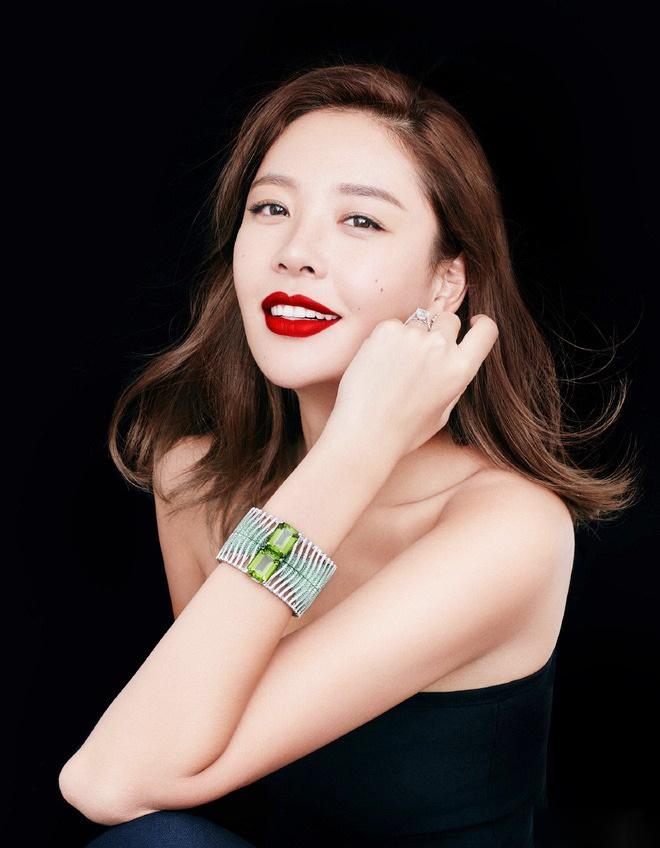 La Tử Lâm: Hoa hậu tự chôn vùi sự nghiệp vì phản thầy, giật bồ - Ảnh 12.