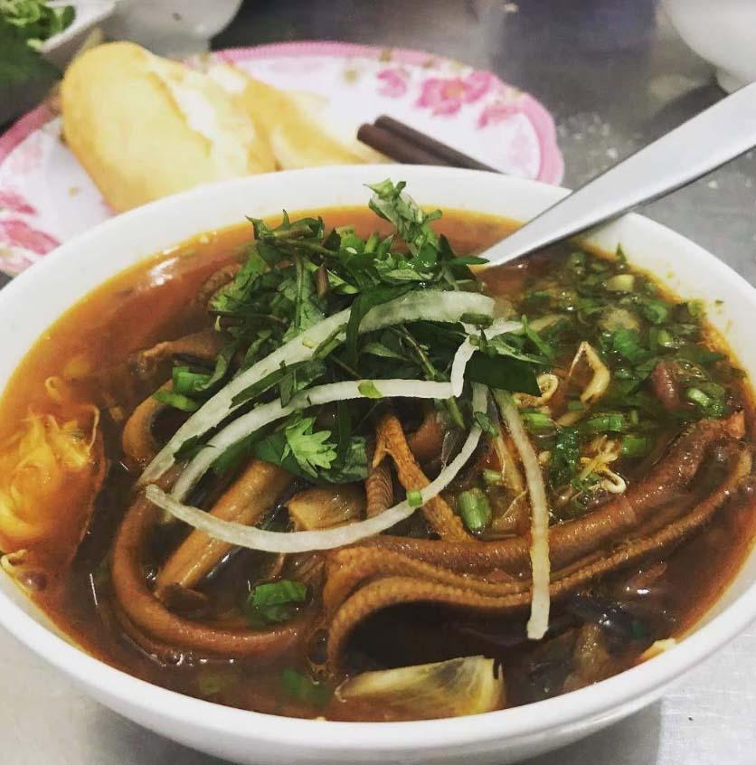 """Hà Nội: Món vừa cay, vừa ngọt khiến khách xuýt xoa khen ngon, """"ăn không kịp thở"""" - Ảnh 1."""