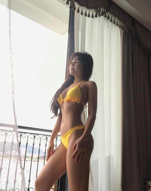 Ngắm thân hình nóng bỏng của bạn gái thủ môn Văn Lâm trong những bộ bikini siêu nhỏ - Ảnh 4.