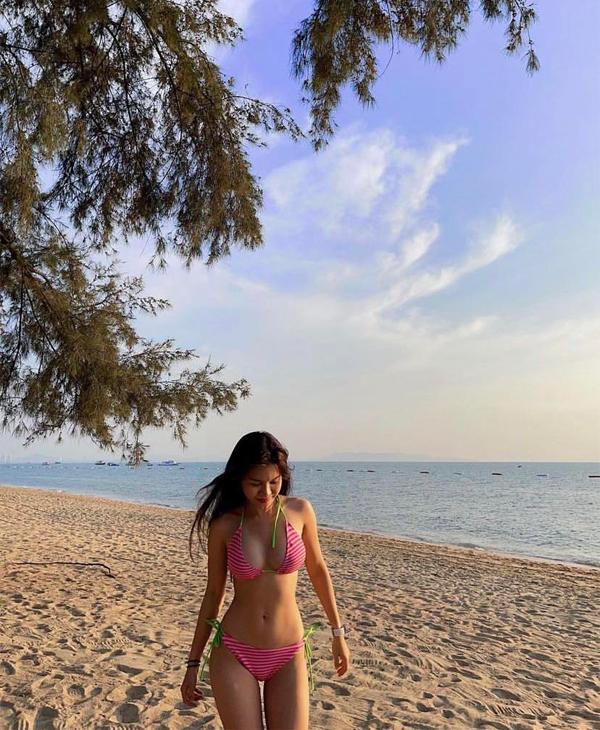 Ngắm thân hình nóng bỏng của bạn gái thủ môn Văn Lâm trong những bộ bikini siêu nhỏ - Ảnh 7.