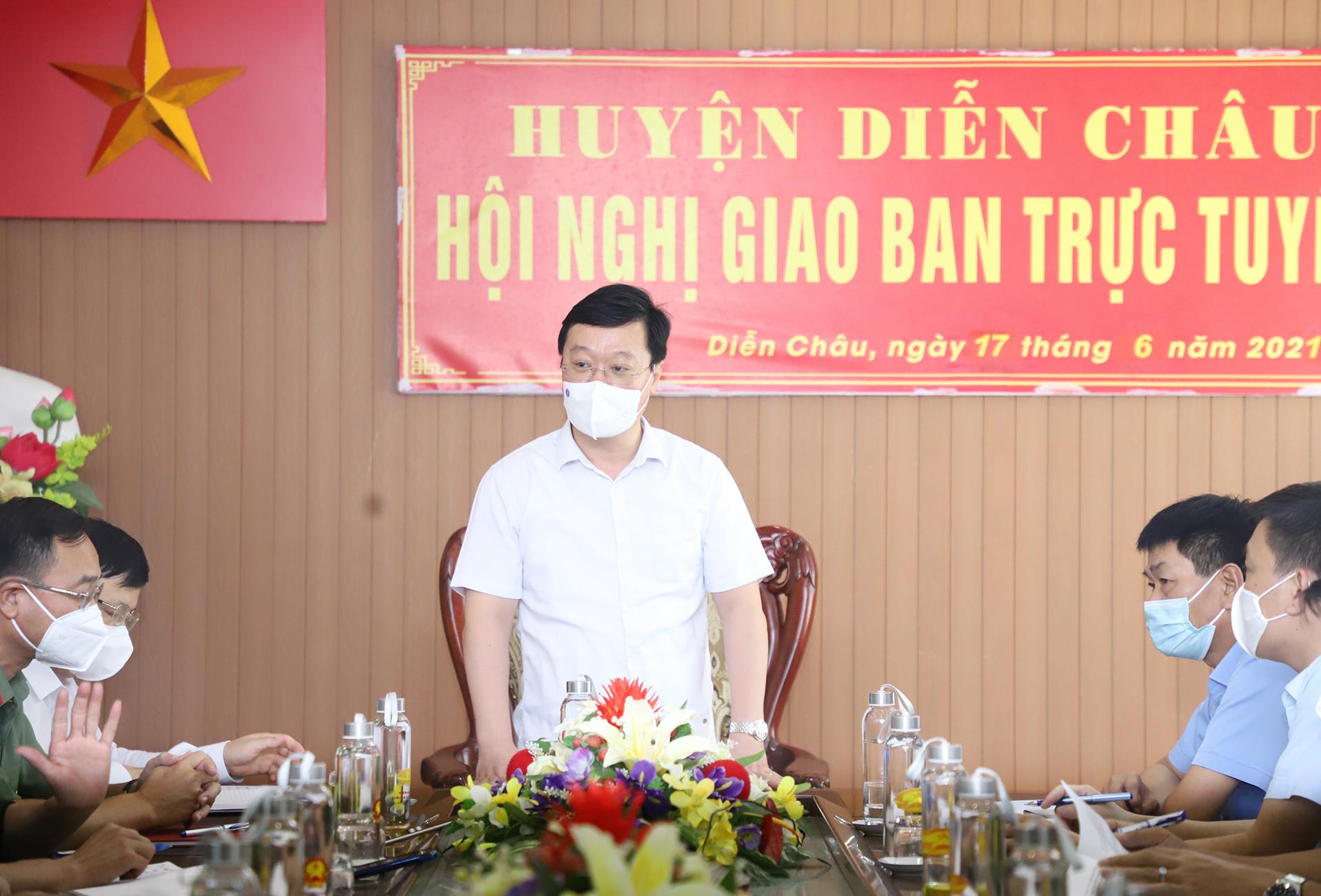 Chủ tịch tỉnh Nghệ An cảm ơn Bộ Tư lệnh Quân khu 4 điều động hàng trăm cán bộ, chiến sĩ giúp chống dịch - Ảnh 1.
