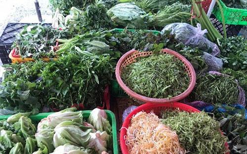 Bình Thuận: Giá rau xanh bỗng tăng mạnh, người mua ăn dè sẻn, tiểu thương tiết lộ điều bất ngờ
