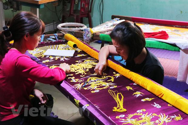 Làng thêu Đông Cứu - ngôi làng thêu long bào duy nhất ở Hà Nội - Ảnh 3.
