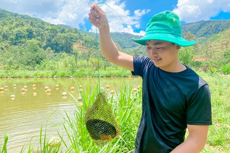 Lâm Đồng: Trai đẹp thôn Âm Phủ nuôi con không biết chạy, hàng năm nhả ngọc quý mà thu hàng trăm triệu đồng - Ảnh 1.