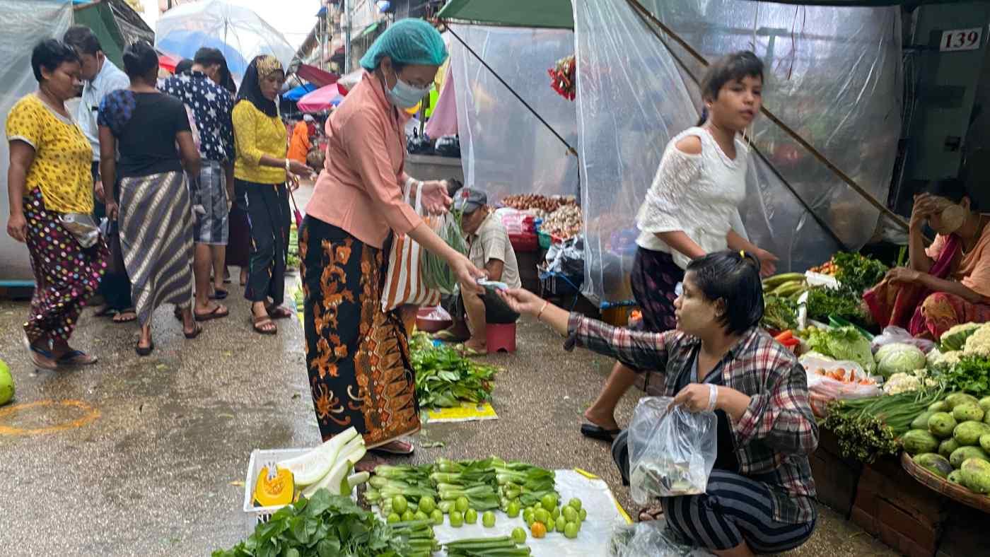 Sau chính biến, tình trạng thiếu tiền mặt tại Myanmar ngày càng trầm trọng - Ảnh 1.
