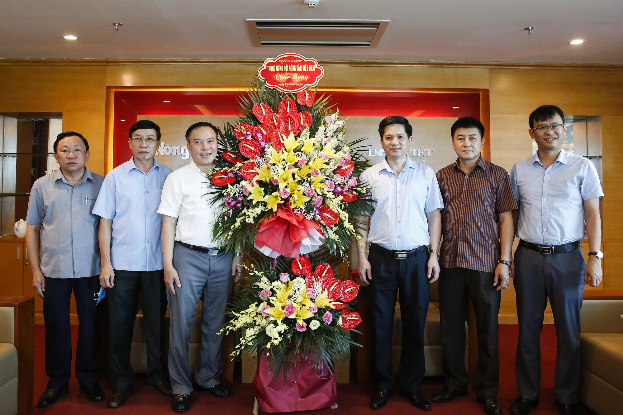 Lãnh đạo Hội Nông dân Việt Nam chúc mừng Báo NTNN/Dân Việt nhân ngày 21/6 - Ảnh 1.