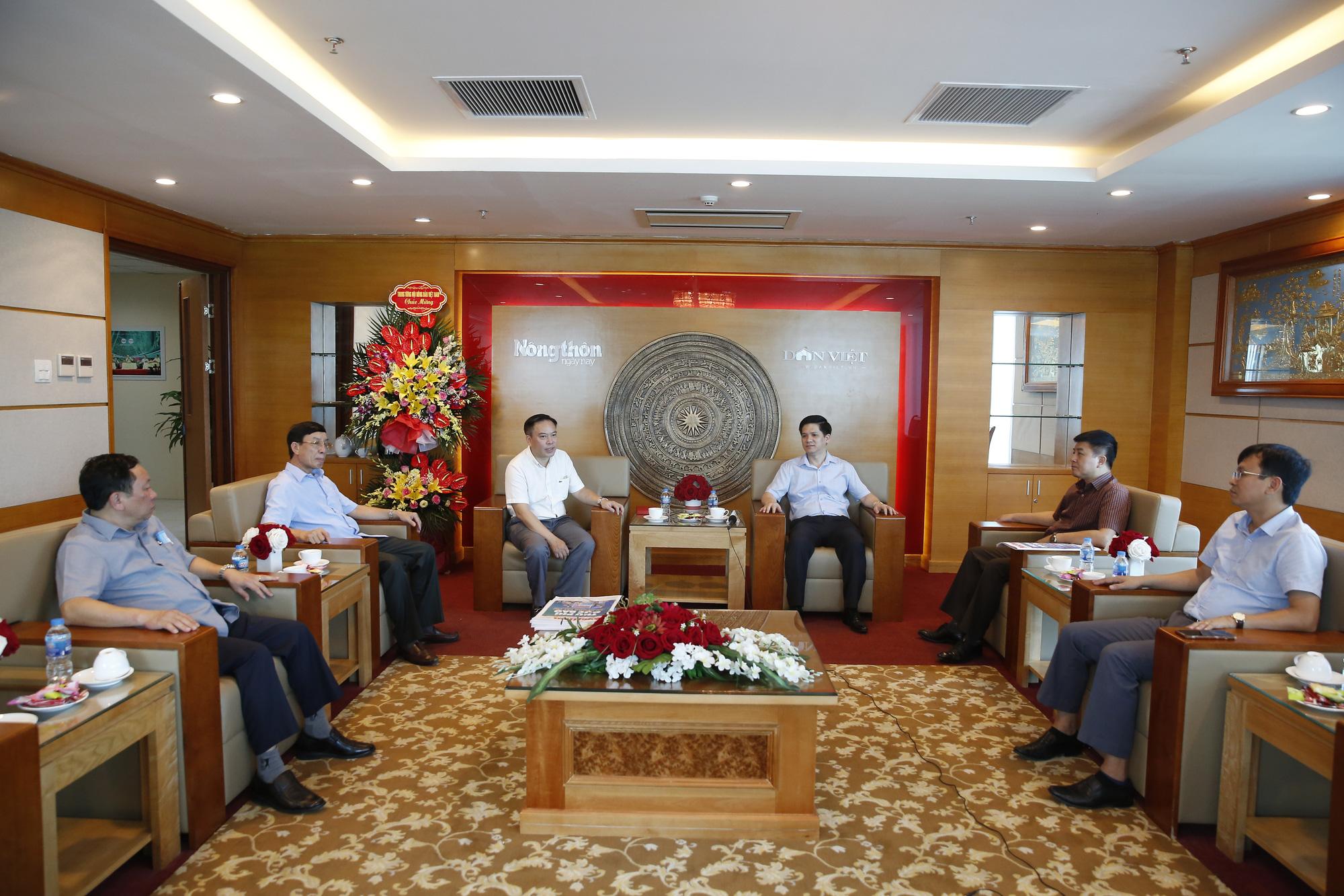 Lãnh đạo Hội Nông dân Việt Nam chúc mừng Báo NTNN/Dân Việt nhân ngày 21/6 - Ảnh 2.