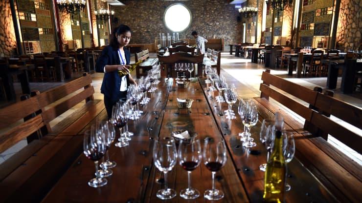 Trung Quốc tham vọng gây dựng vùng sản xuất rượu vang sánh ngang Bordeaux của Pháp - Ảnh 1.