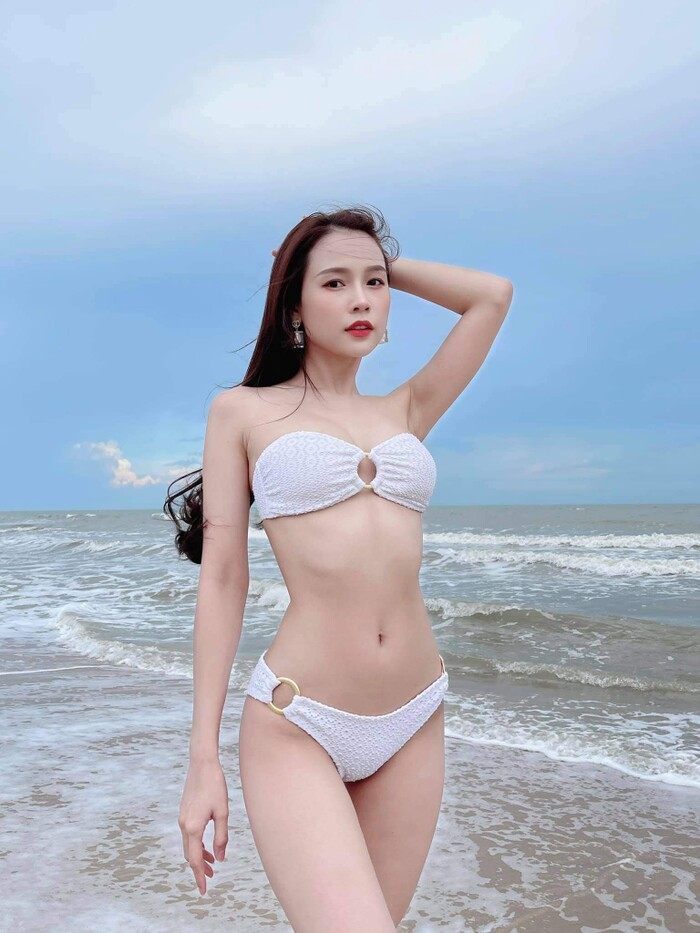 """Sam hiếm hoi mặc đồ quyến rũ """"bỏng mắt"""" ở biển, Phương Oanh dẫn đầu top sao mặc đẹp tuần qua - Ảnh 3."""