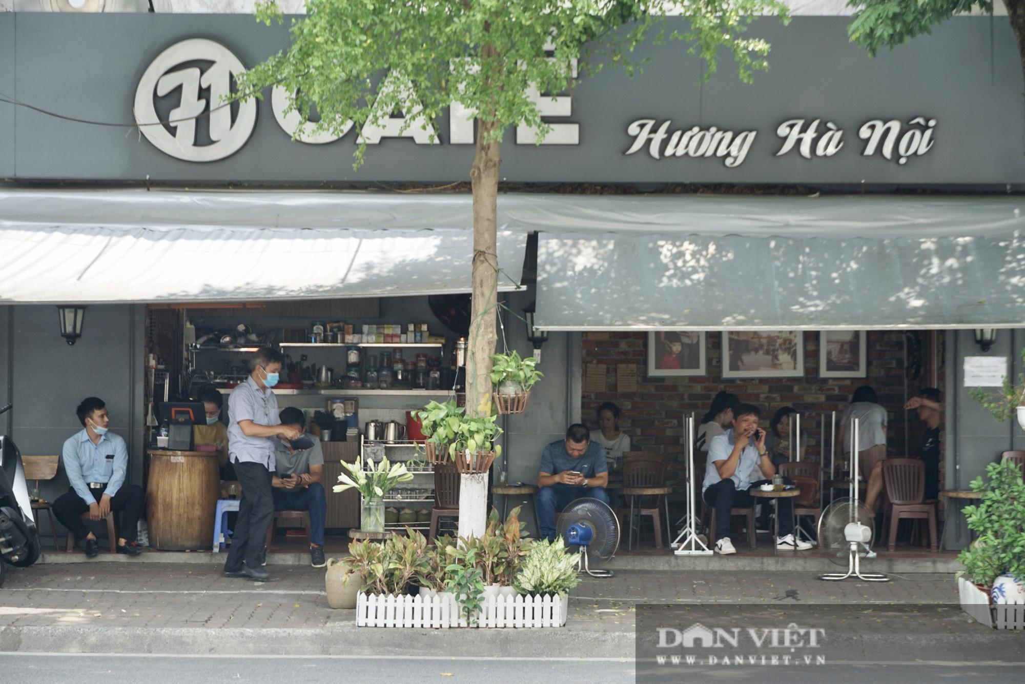 Hà Nội: Quán cafe nơi thưa thớt, chỗ nhộp nhịp trong ngày đầu mở cửa trở lại - Ảnh 6.