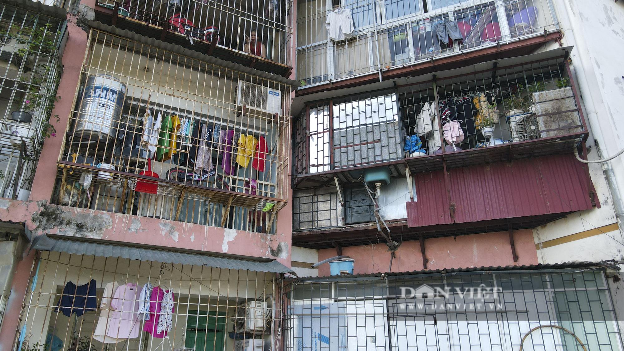 """Phát sợ với """"chuồng cọp"""" khổng lồ lủng lẳng ở những chung cư cao tầng Lĩnh Nam - Ảnh 2."""