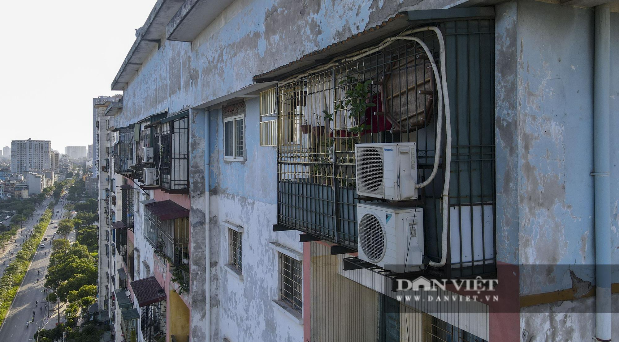 """Phát sợ với """"chuồng cọp"""" khổng lồ lủng lẳng ở những chung cư cao tầng Lĩnh Nam - Ảnh 3."""